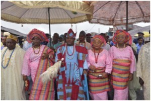 The Ataoja of Osogboland Oba JimohOyetunji (Middle) flanked by his wives during the Iwopopo procession to mark the beginning of 2015 OsunOsogbo festival in Osogbo recently.
