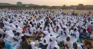Worshippers ignore social distancing in Kano