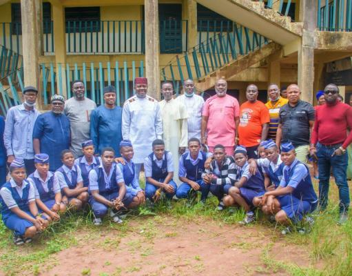 Ozigbo with members of Alumni and current students of Redeemer College