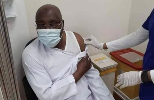 Atiku gets Pfizer Covid-19 vaccine