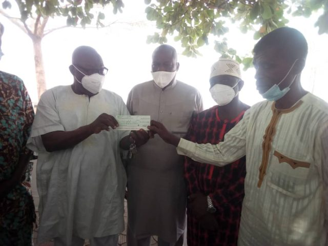 Oriolowo presents N1.8m cheque to NIMC