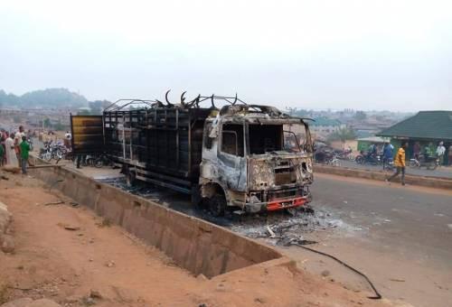 Oyo youths burn trailer