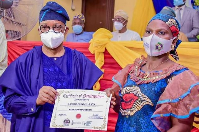 Gboyega Oyetola presenting certificate to one of the participants