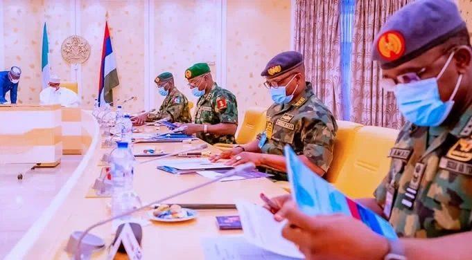 Buhari meeting with Army chiefs